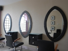 mirrors-in-a-hair-salon