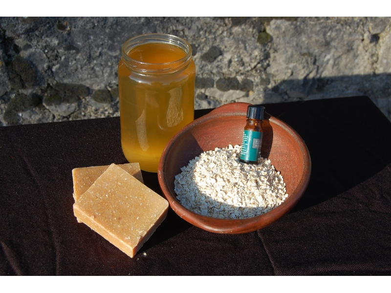 honey-and-oatmeal-handmade-natural-soap